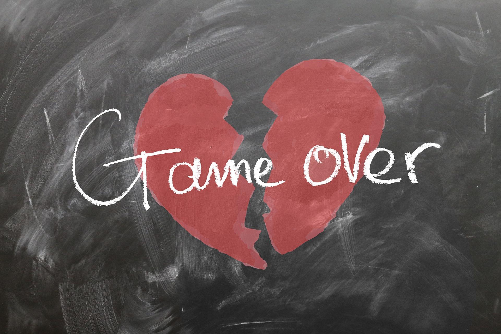 Cuore infranto che definisce la differenza fra innamorarsi e amare